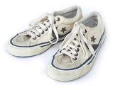 Oude witte versleten sneakers van boven gezien — Foto de Stock