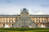Louvre Museum entrance — Stock Photo