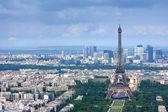 эйфелева башня и ла обороны воздушных — Стоковое фото