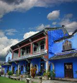 Čínská modrá sídlo za zatažené obloze — Stock fotografie