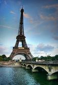 Eiffel tower y sena río — Foto de Stock