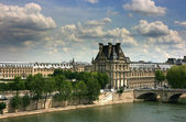 Louvre Museum seen from Orsay — Stock Photo