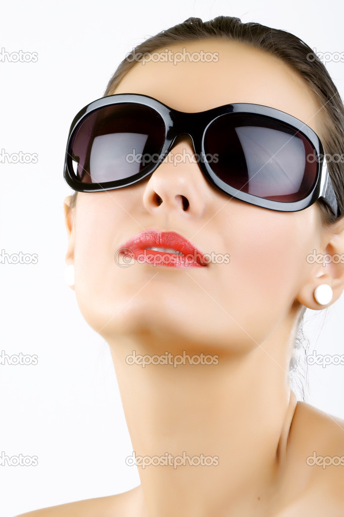 Fashion portrait of sexy, young, beautiful woman wearing sunglasses — Stock Photo #2333771
