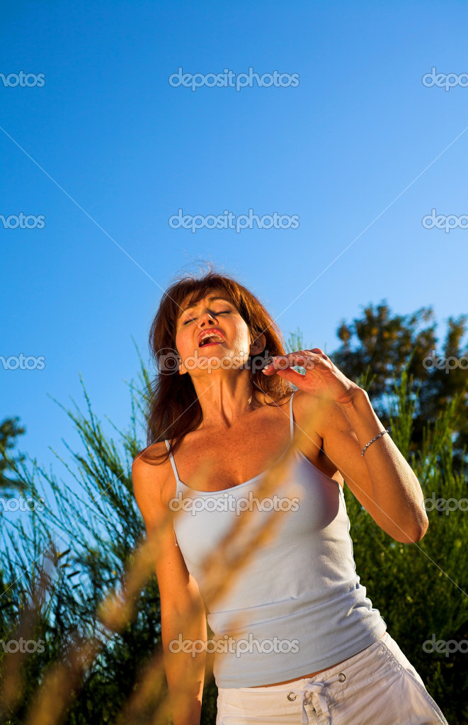 Woman sneezing outdoor on a field over blue sky — Stock Photo #2349311