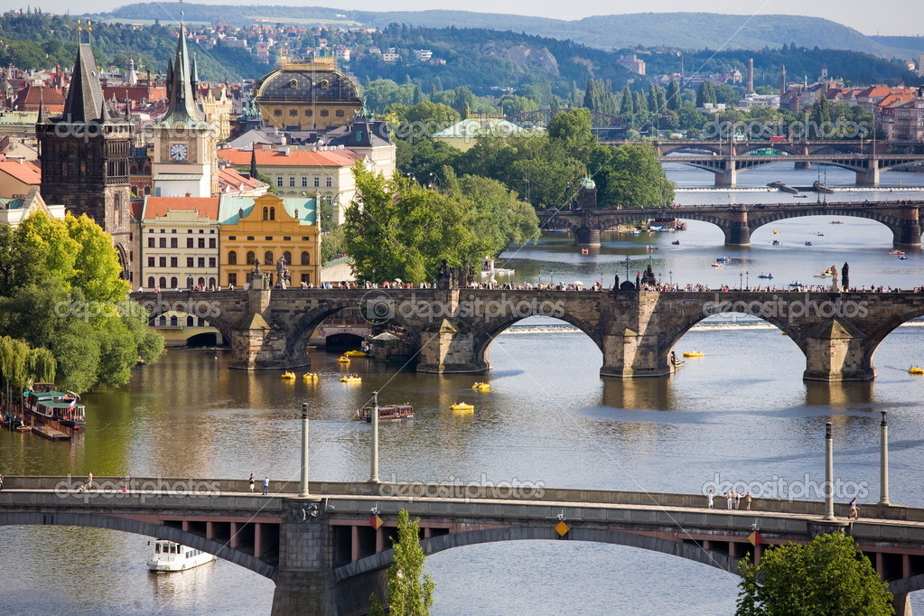 Summer Sunday afternoon on Vltava river in Prague. — Stock Photo #2285925