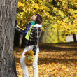 Young woman near the tree — Stock Photo