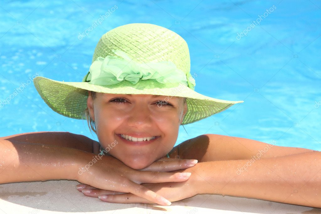 Beautiful young woman relaxing in a swimming pool in Greece — Stock Photo #2335262