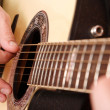 Foto Stock: Guitarist hand playing guitar