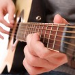 Guitarist hand playing guitar — Stock Photo