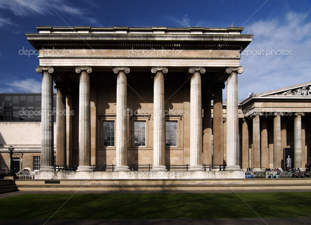 In front of the building of British Museum  — Foto de Stock   #2380770