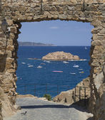 A gate on the Mediterranean Sea — Stock Photo