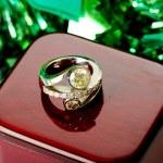 Diamond white gold cocktail ring jewelry — Stock Photo