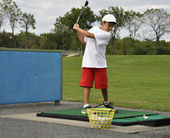 Practicing golf swing — Stock Photo