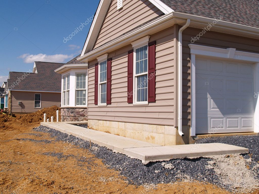 A new sidewalk poured by a new home under construction — Foto Stock #2469210