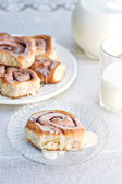 Cinnamon Rolls and Milk — Stock Photo