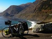 Bicycle on Pacific coast — Stock Photo