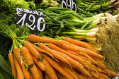 Carrots and Green Onions at Market — Stock Photo