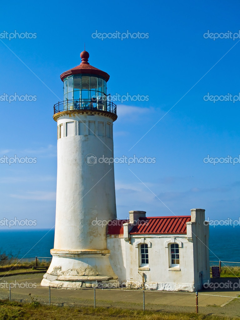 North Head Lighthouse on the Oregon Coast on a Clear, Sunny Day — Stock Photo #2555996