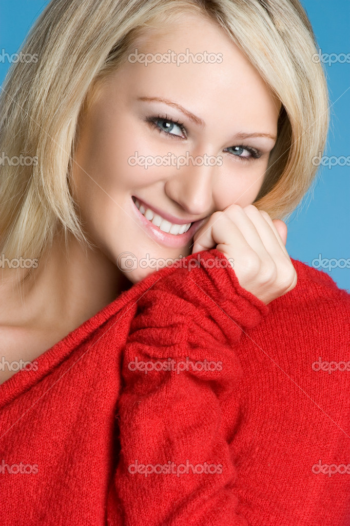 Smiling woman wearing red sweater — Lizenzfreies Foto #2294843