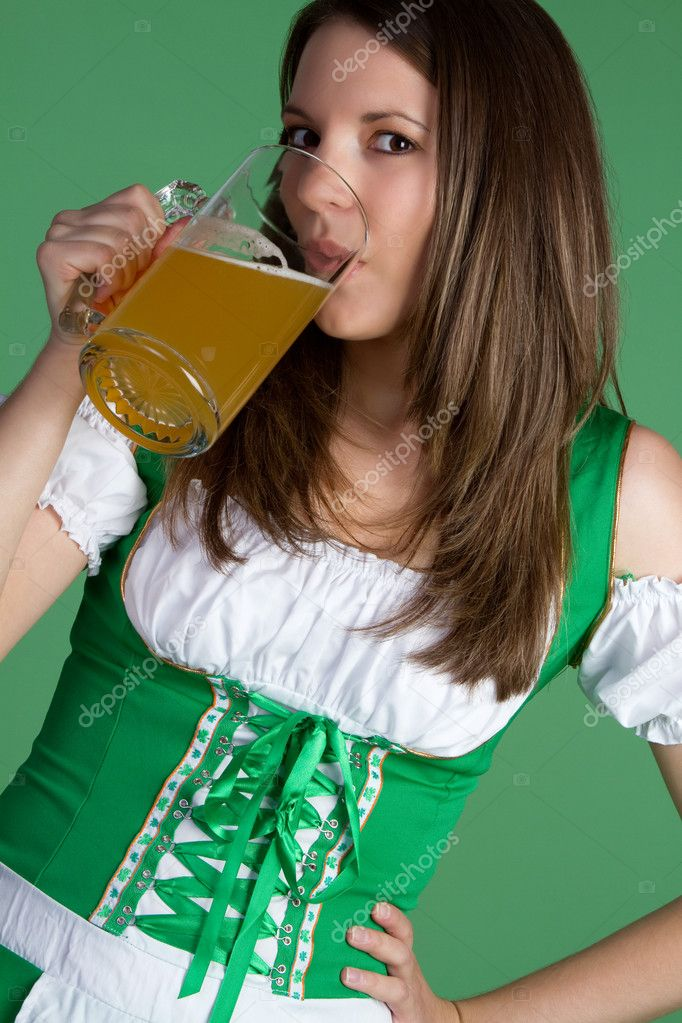 Beautiful irish woman drinking beer — Stock Photo #2374196