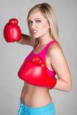 激进拳击的女人 — 图库照片