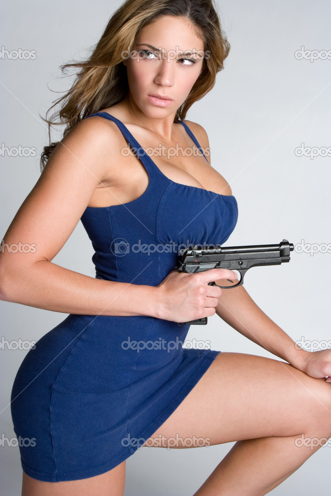 Beautiful young woman holding gun — Stok fotoğraf #2401157