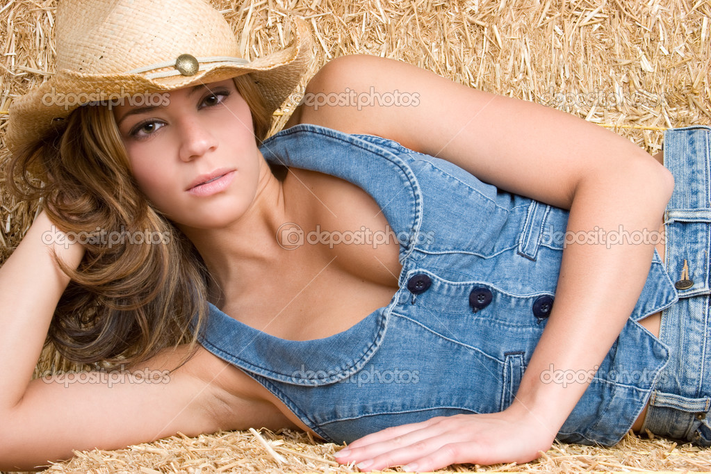 Beautiful sexy cowgirl lying down in barn — Stock Photo #2401160