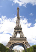 Eiffel tower on cloud sky — Stock Photo