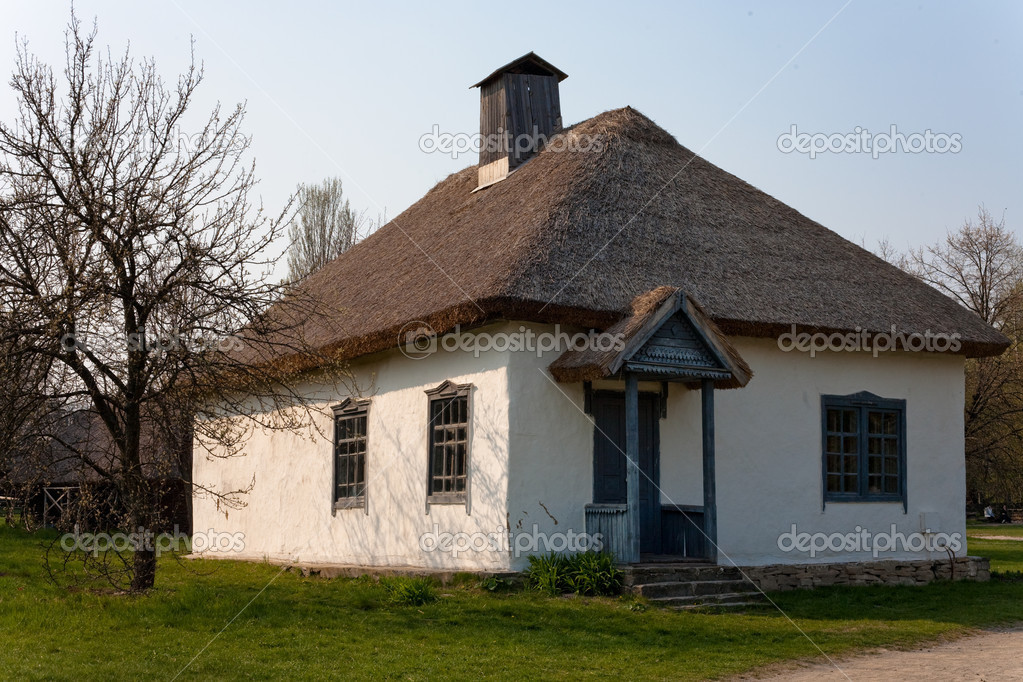 Old clay school-house with straw roof in country — Stock Photo #2594362