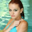 Beautiful woman headshot swimming pool — Stockfoto