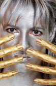 Closeup mulher de headshot prata ouro — Fotografia Stock