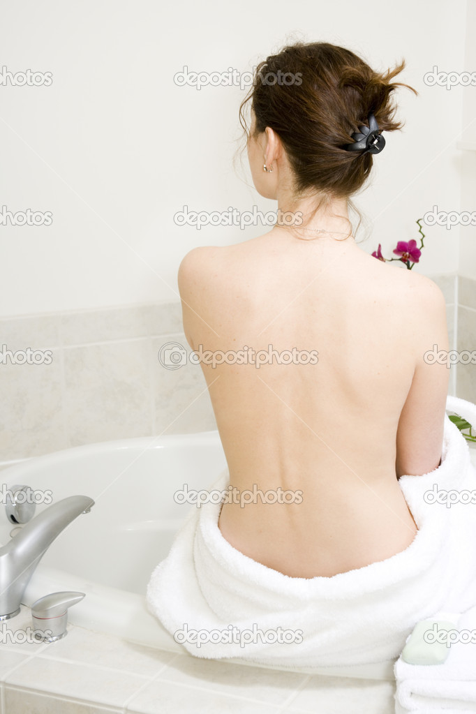 Young beautiful girl is preparing for a bath — Stock Photo #2389660