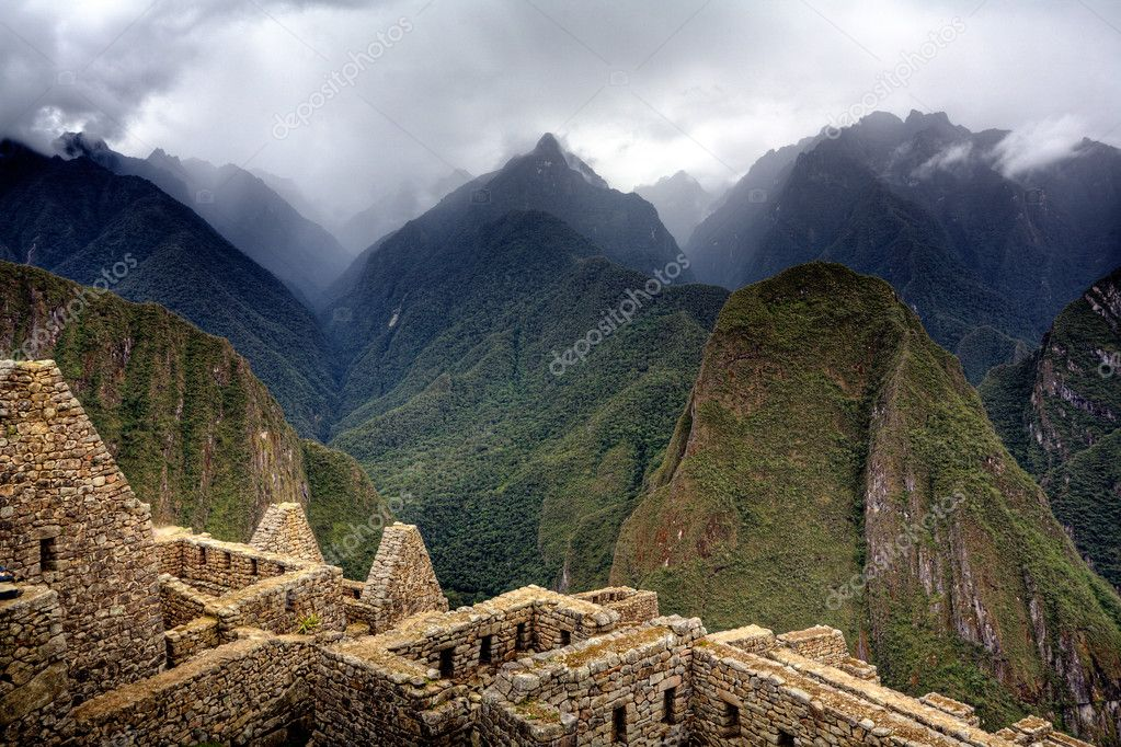 Ruins of ancient Inca city at Machu Picchu, Peru — Foto de Stock   #2395225