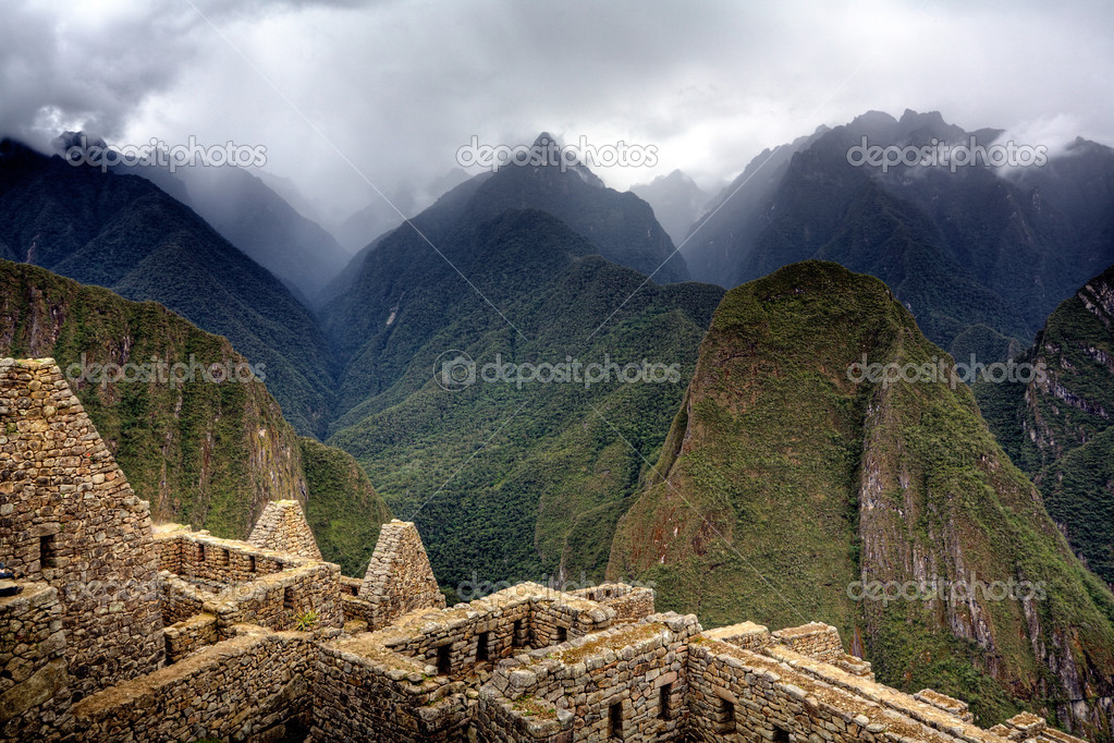 Ruins of ancient Inca city at Machu Picchu, Peru  Stockfoto #2395225