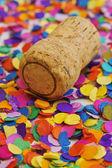 шампанского пробки и конфетти — Стоковое фото