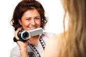 Mulher com uma câmera de vídeo — Foto Stock