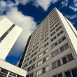 Low angle shot of a tall building — Stock Photo