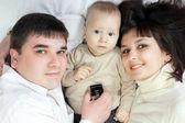 Szczęśliwe rodziny - ojciec, matka i dziecko — Zdjęcie stockowe