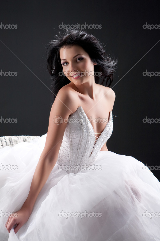 Young beatiful dark-haired woman in a wedding dress — Stock Photo #2334515