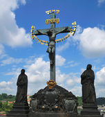 Charles bridge Statue Saint Cross — 图库照片