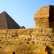 Sphinx and Pyramid of Cheops — Stock Photo