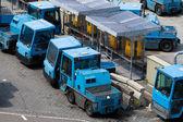 飞机行李及货物装卸拖拉机 — 图库照片