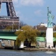 Statue of liberty and Eiffel tower in Paris — Stock Photo
