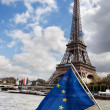 European Union flag and Eiffel tower — Stock Photo