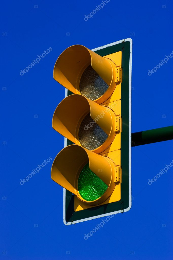 Green traffic light on blue sky — Stock Photo #2511242