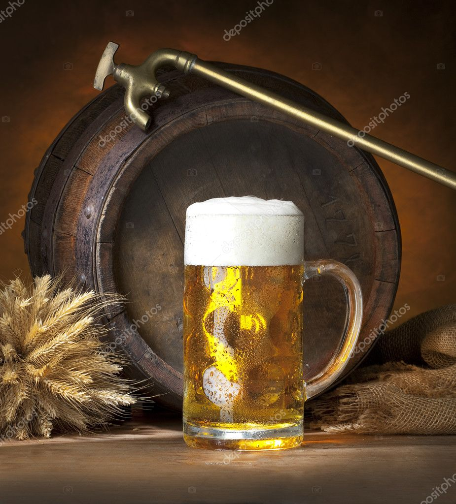 Still life with beer and old barrel, spike and spigot — Stock Photo #2364902