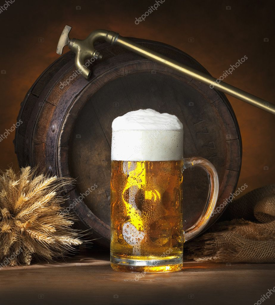 Still life  with beer and barrel  — Stock Photo #2408098