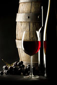 Kırmızı şarap ile natürmort — Stok fotoğraf