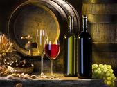 Natureza-morta com vinho e barris — Foto Stock