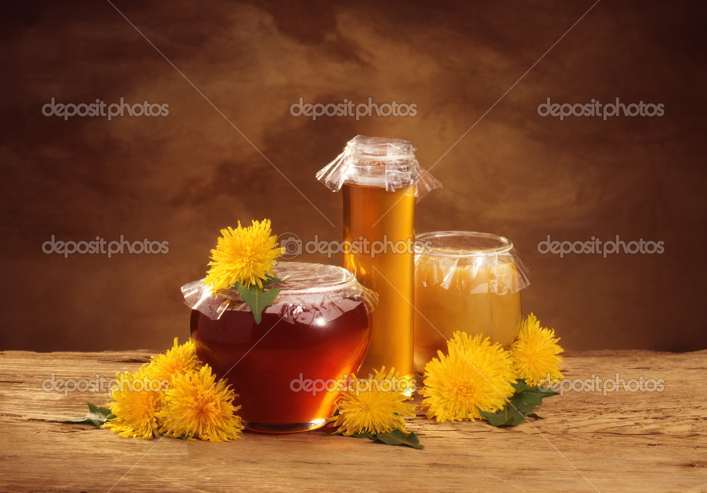 still life with honey and dandelions — Foto Stock #2510544
